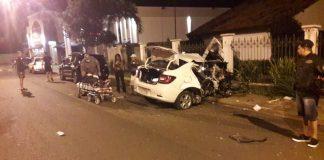 Carro totalmente destruído após acidente em Avaré