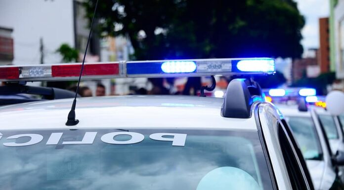 Homem acusado de estuprar menina é espancado e preso em Avaré
